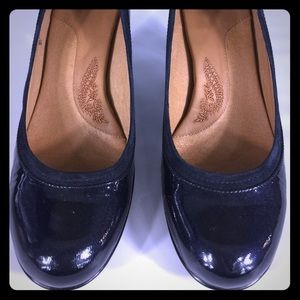 The perfect shade of Navy! Softt heels size 10